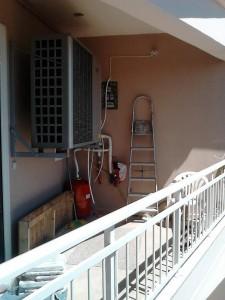 Η αντλία υψηλών θερμοκρασιών που τοποθετήθηκε στο διαμέρισμα του κ. Γιώργου Γεροβασιλείου