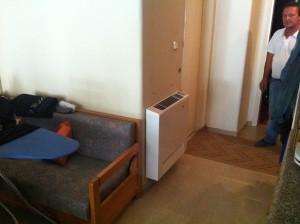 Το fan coil στον διάδρομο του διαμερίσματος του Γιώργου Πασσιά στα Γρεβενά