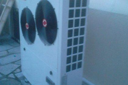 Η αντλία θερμότητας χαμηλών θερμοκρασιών 13 KW που τοποθετήθηκε στην οικία του κ. Παναγιωτίδη στην Κατερίνη
