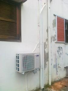 Η εξωτερική μονάδα του inverter κλιματιστικού 12.000 Btu που τοποθετήθηκε στην οικία της κ. Σοφίας Νικολαίδου