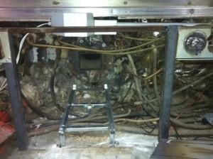 Οριζόντιος κοχλίας τροφοδοσίας και φλάντζα τοποθέτησης καυστήρα