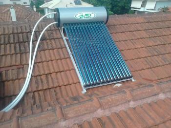 ηλιακός θερμοσίφωνας με σωλήνες κενού
