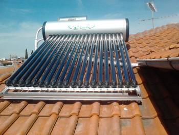 ηλιακός θερμοσίφωνας κεραμοσκεπής