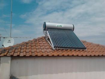 Ηλιακός θερμοσίφωνας 200 λίτρων με σωλήνες κενού