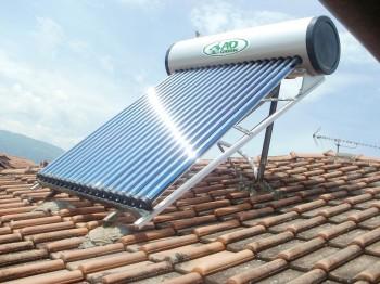 Τοποθέτηση ηλιακού θερμοσίφωνα με σωλήνες κενού
