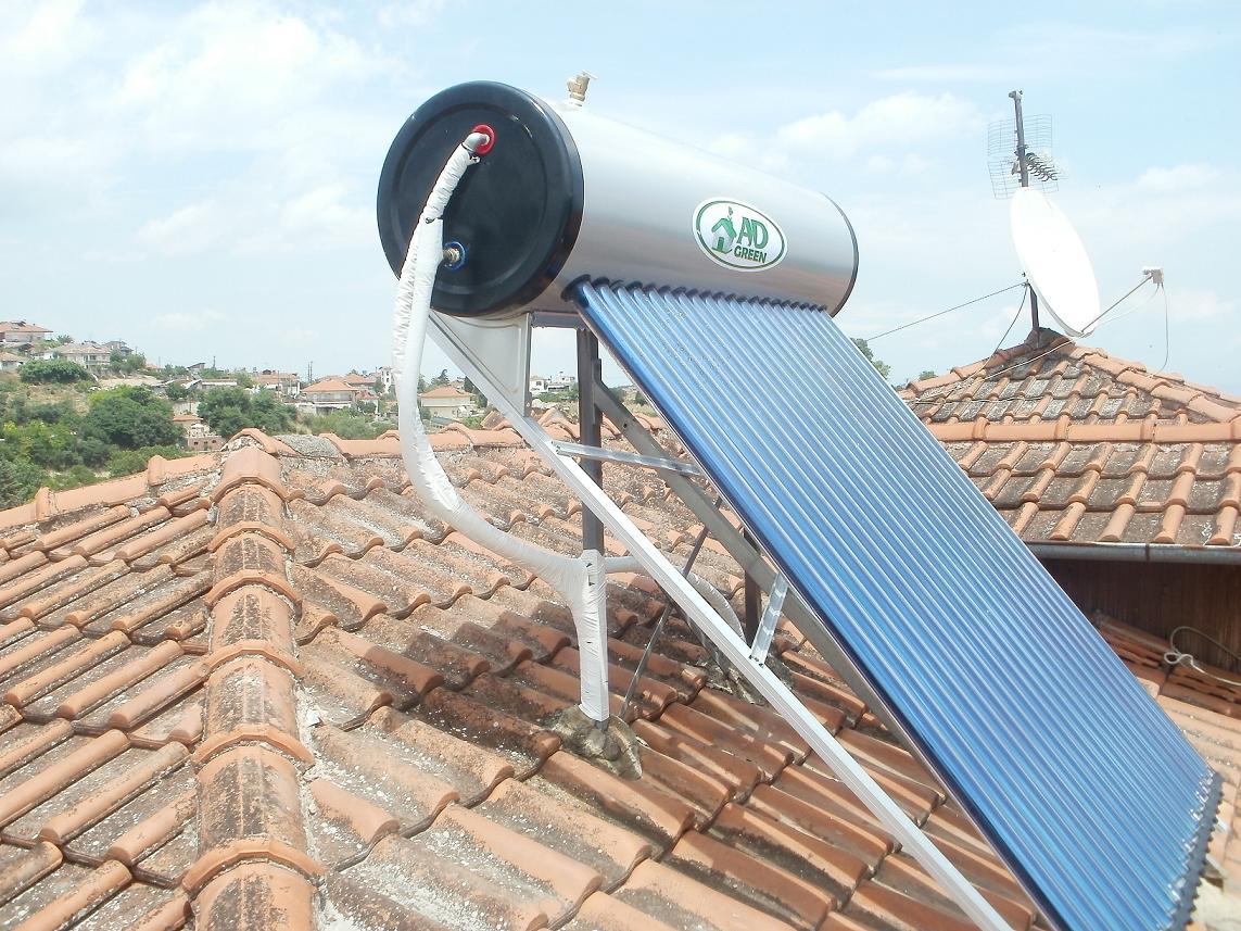 Ηλιακός θερμοσίφωνας με συλλέκτη κενού