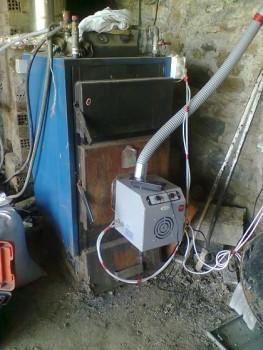 Καυστήρας πέλλετ βιομάζας σε λέβητα ξύλου