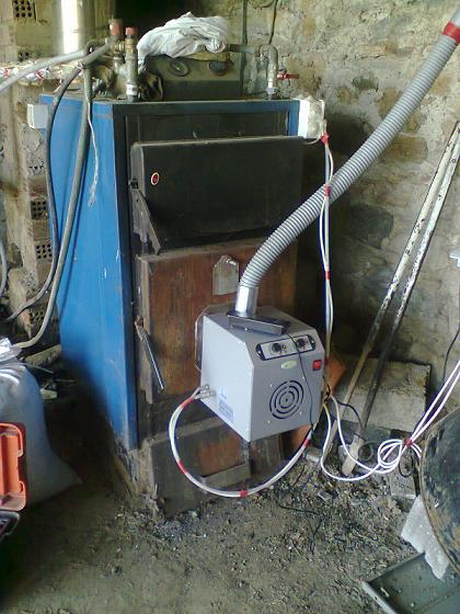 Καυστήρας πέλλετ βιομάζας σε λέβητα ξύλου στο Αμύνταιο