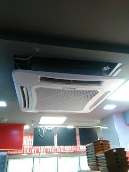 Κλιματιστική κασέτα σε κατάστημα στην Κατερίνη