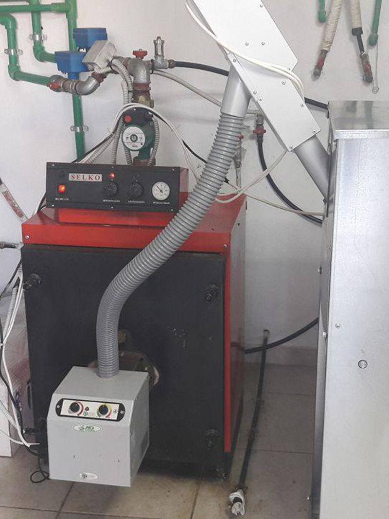 καυστήρα πελλετ σε χαλύβδινου λέβητα πετρελαίου Selko στον Λαγκαδά