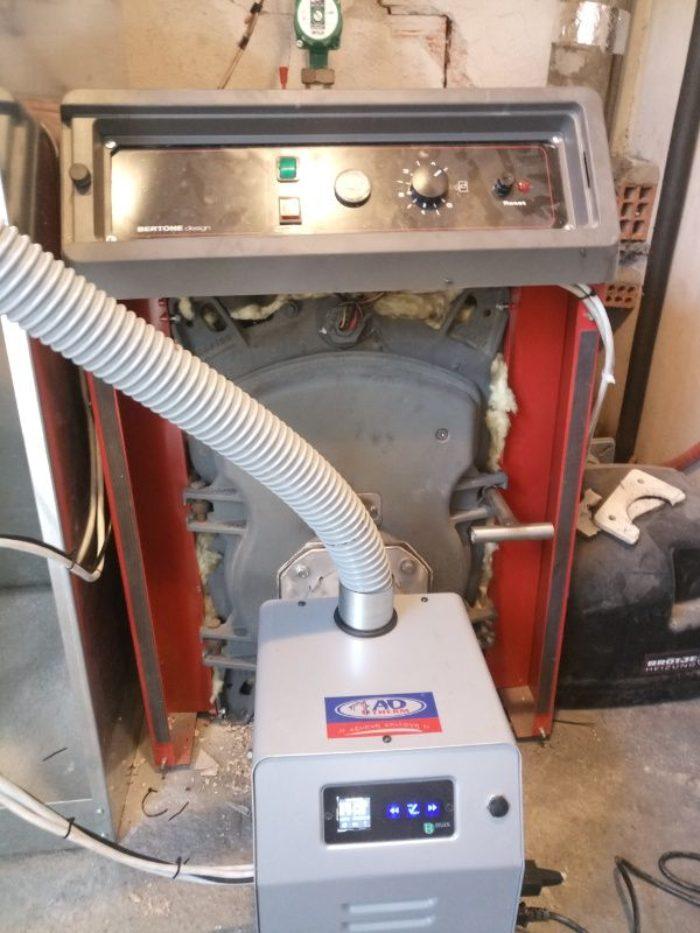 Τοποθέτηση καυστήρα πελλετ σε μαντεμένιο λέβητα πετρελαίου BERTONE στην Κομοτηνή